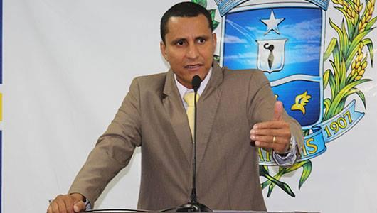 Sargento Pereira cobra expansão de rede de esgoto em reunião na Saneago, em Goiânia